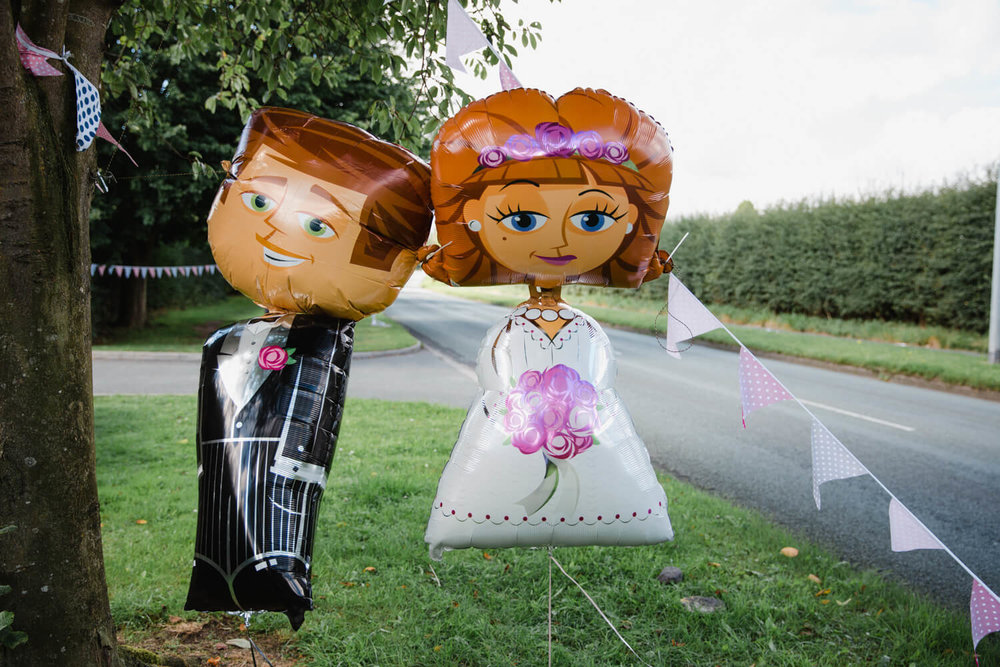 bride and groom wedding balloons on roadside