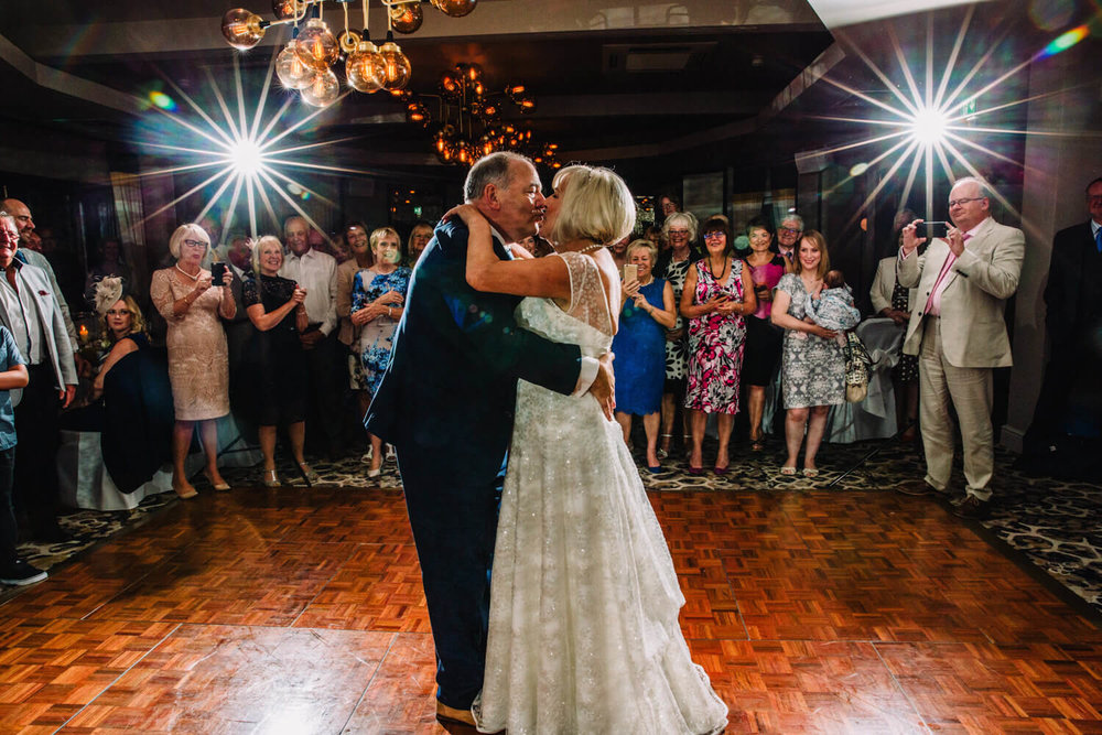 star burst effect used for first dance kiss after waltz
