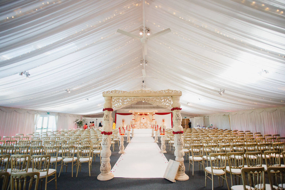 wide angle photograph of steeles barn ceremony room