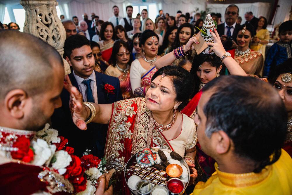 mother of groom applies indoor powder to grooms head