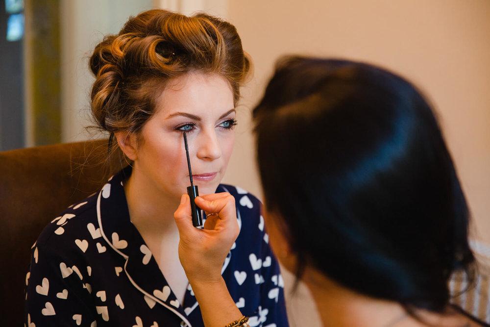 bride having eye lash mascara applied
