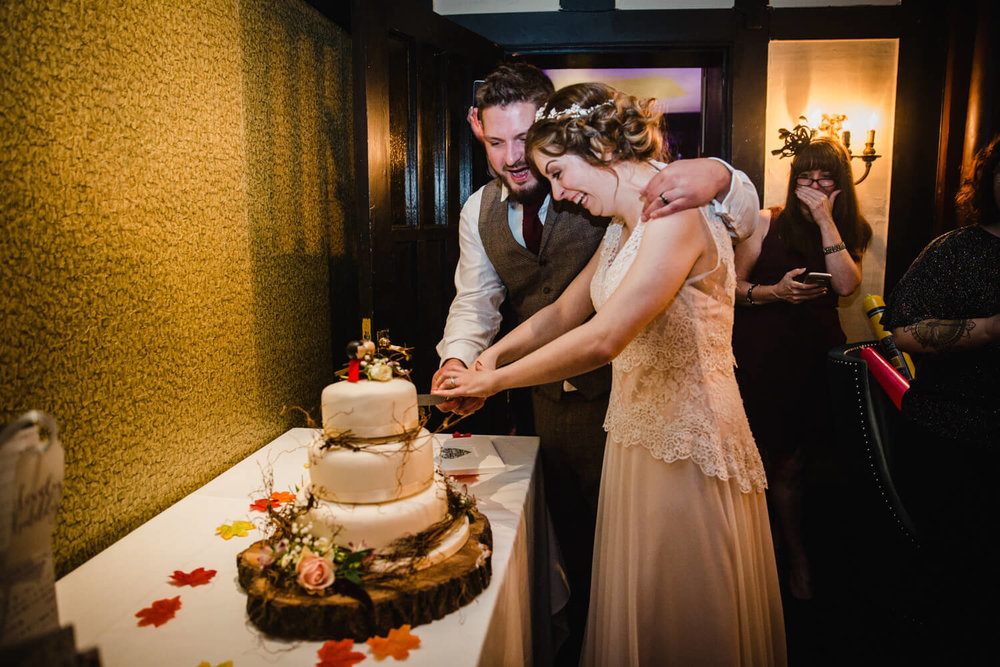 newlyweds cutting the cake