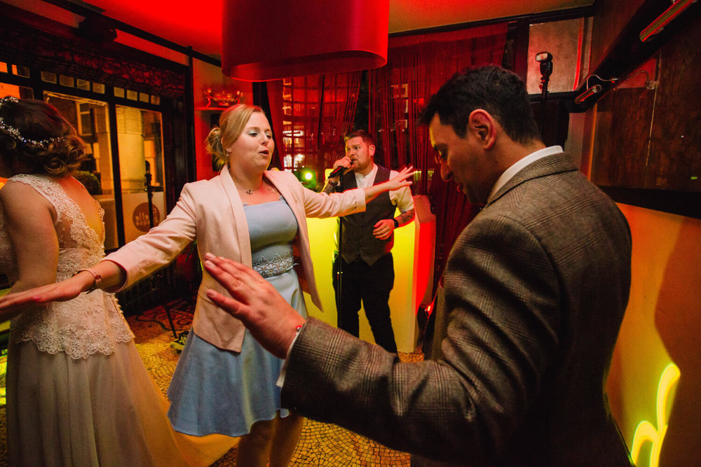 wedding guests dancing to alex birtwell wedding entertainment