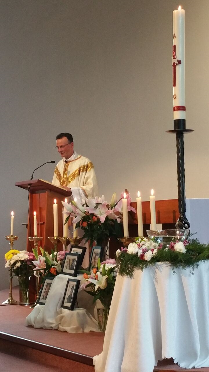 Fr Philip preached on the difference that the Resurrection makes to our lives, and exhorted us to participate in the Risen Light and to become saints of the new millennium.