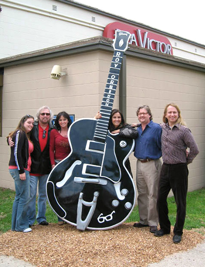 Roy Orbison Guitar Statue with Berry Gibb and Barbara Orbison in front of the famous Studio B on Music Row