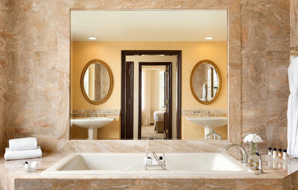 Suite_Bathroom.jpg