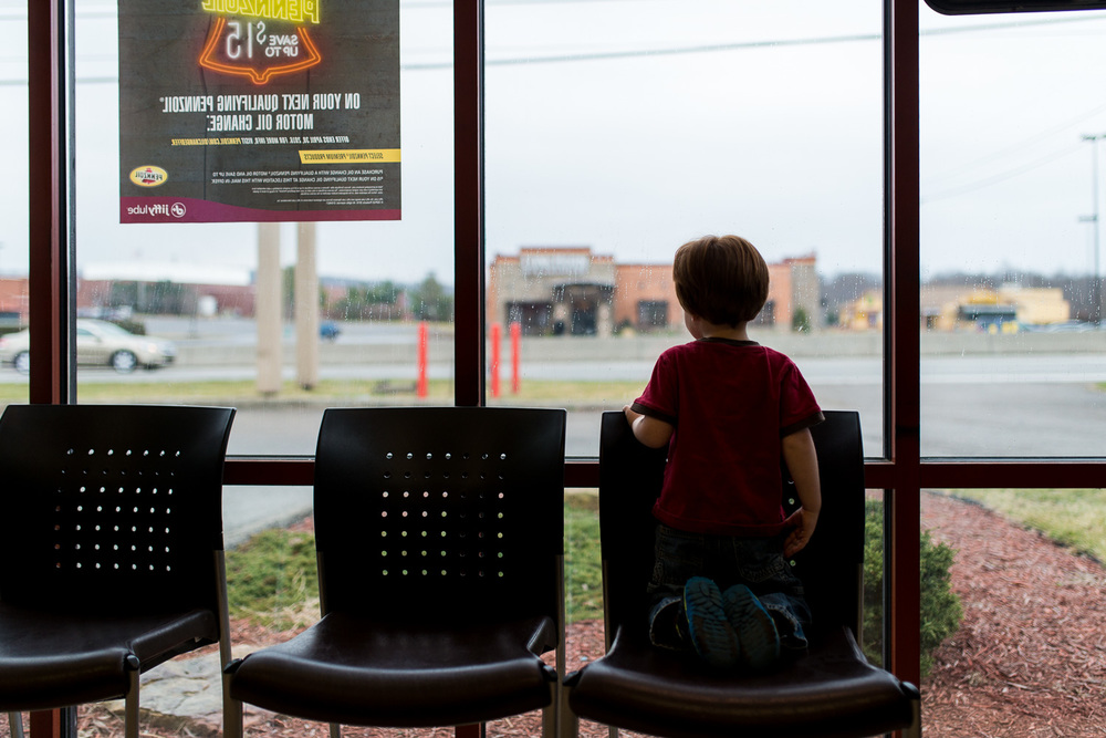 greensburg family photographer boy at jiffy lube