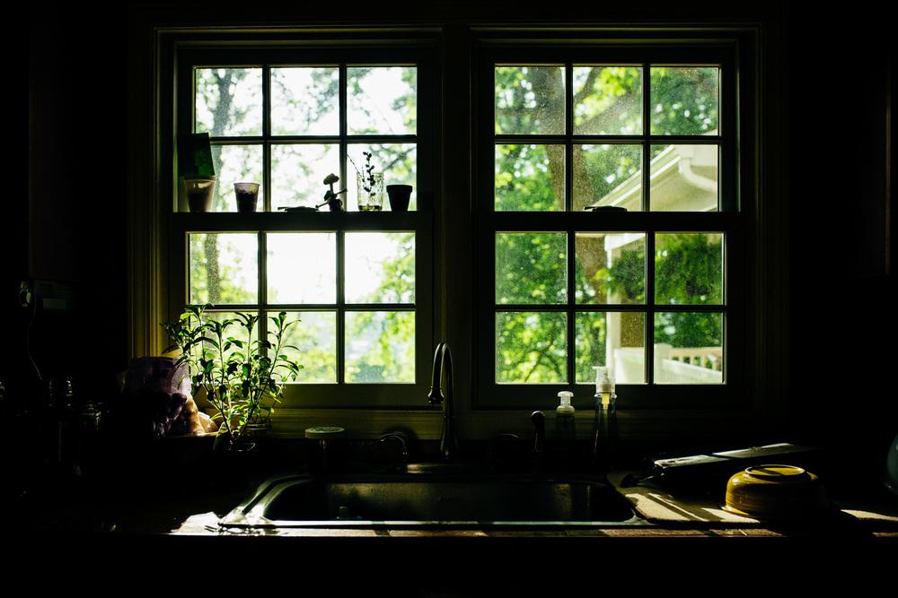 greensburg-family-photographer-morning-light-on-kitchen-sink