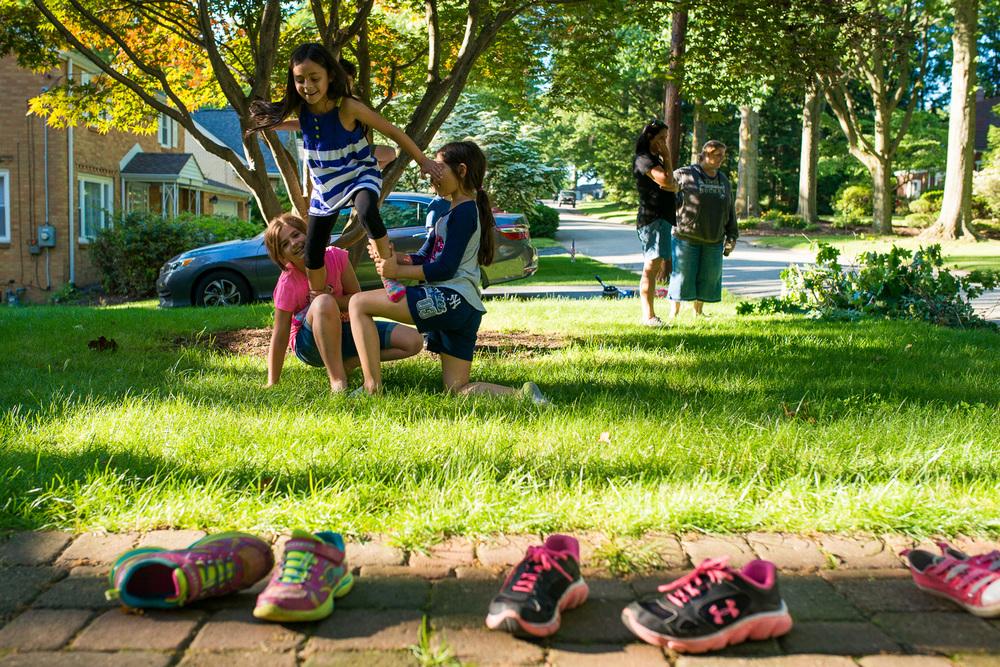 greensburg-family-photographer-girls-doing-gymastics