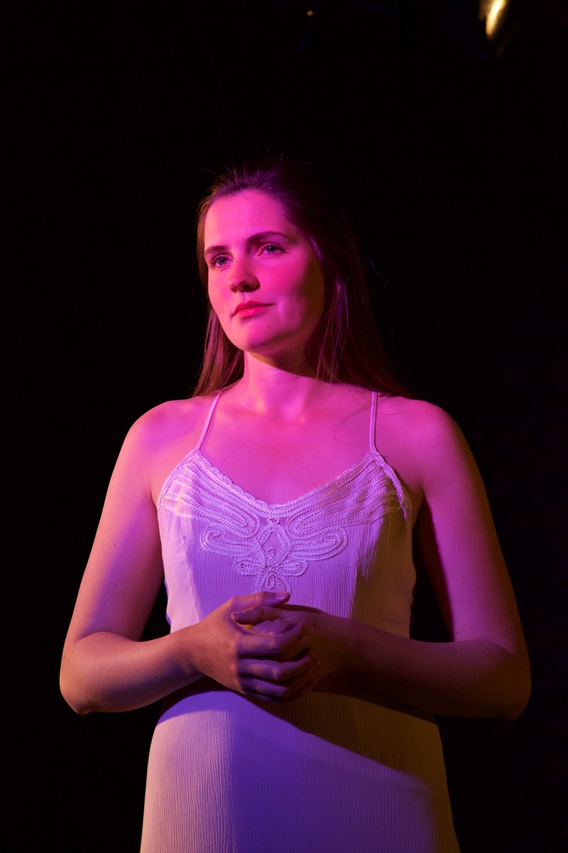 Ingrid ( Caroline Rouse ).