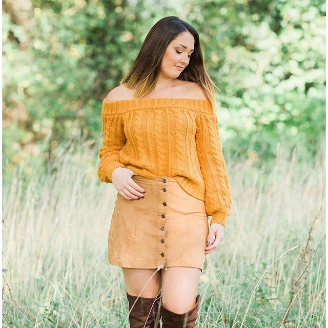 Walking into fall like nobody's business! #fallphotoshoot  #sweaterseason #goldenlight #bootweather #crownpointindiana #crownpointindianaphotographers