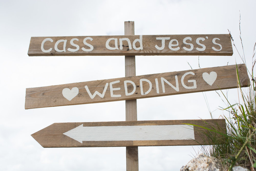 wooden wedding sign in woolacombe