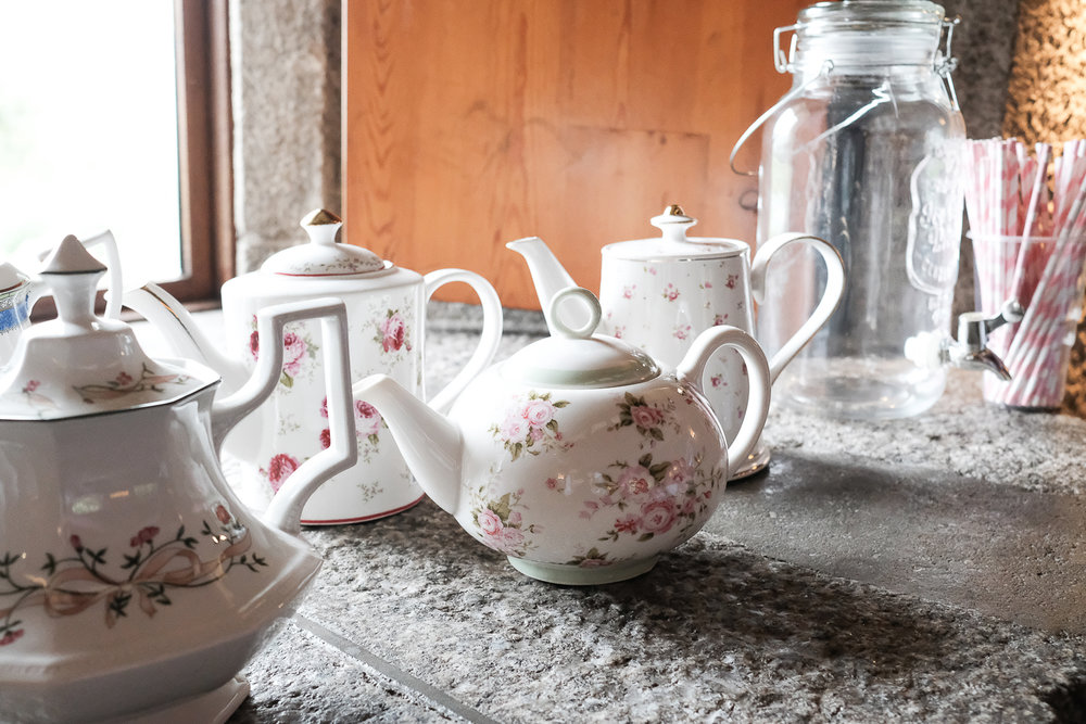 If you know me then you know I love a good cup of tea. This was just a little bit of the lovely vintage china that Laura and her parents collected over the year leading up to the wedding.