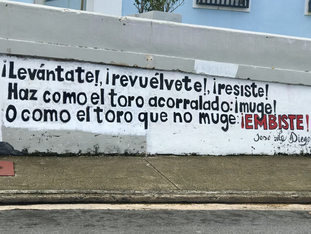 A wall in Viejo San Juan. There are three political groups here, two are mainstream. One wants statehood, the other is fine with the status quo of being an American Territory. The third more marginalized group wants independence. This sign is representative of the third.