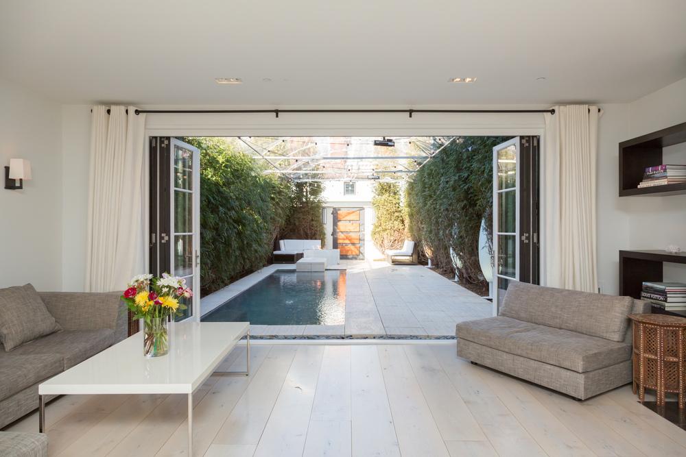 52 Living Room Garden.jpg