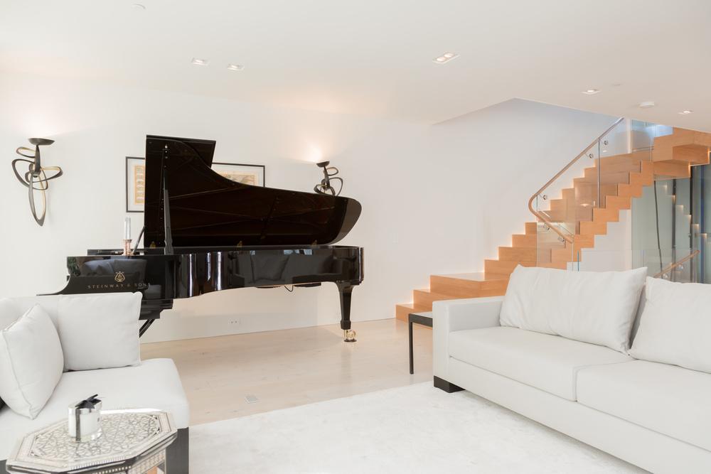 14 Living Room.jpg