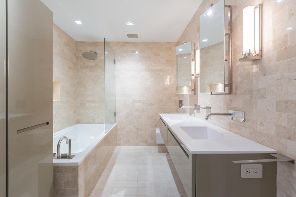 39 Full Bath.jpg