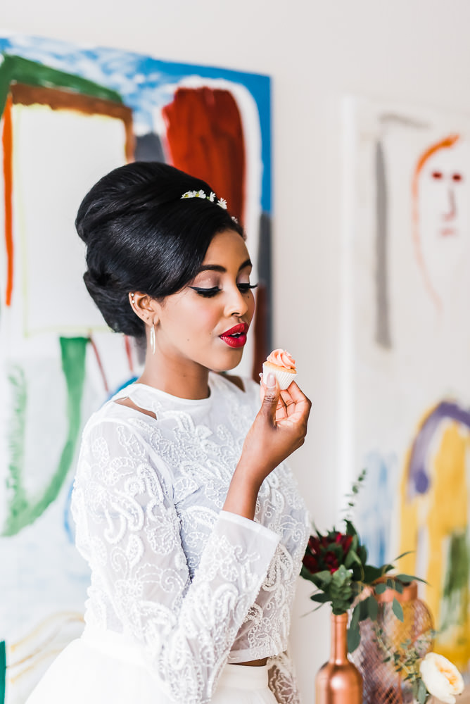 The beautiful Soolaya with cake by  The Vanilla Pod Bakery . Photo by  Sue Ann Simon Photography