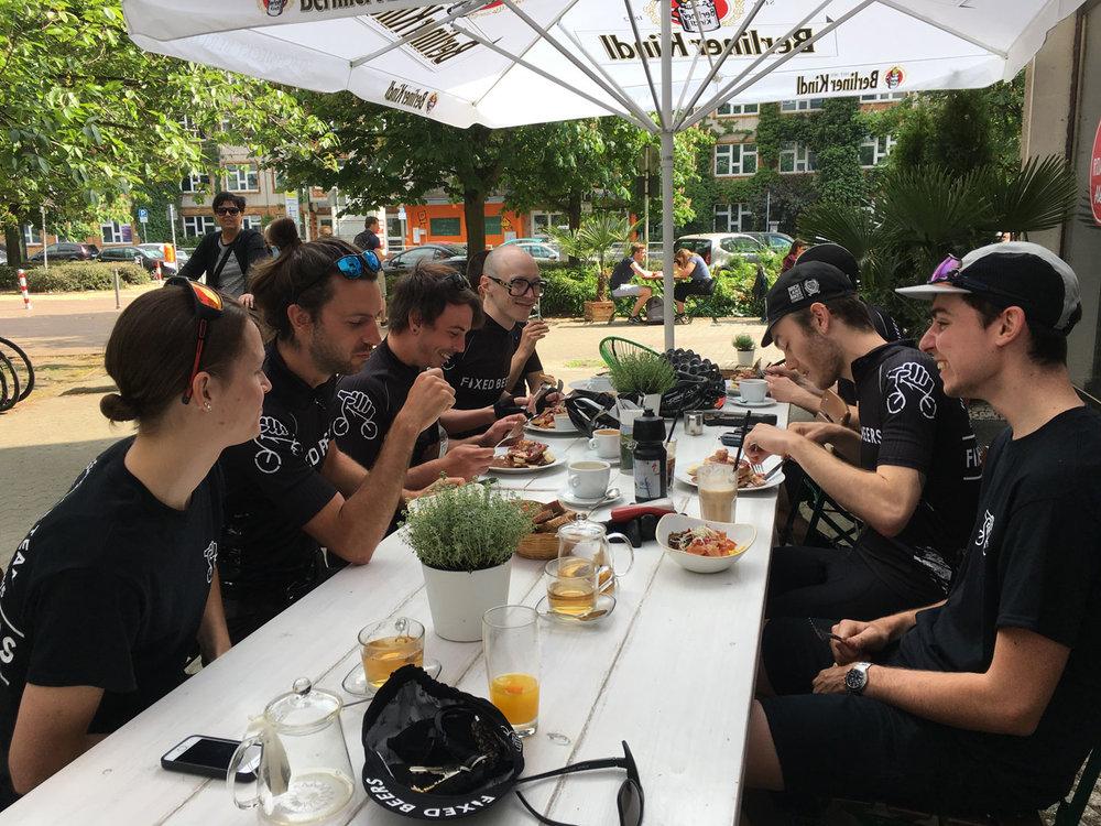 Fixed_Beers_Race_Team_Fixed42_Steel_Vintage_Bikes.jpg
