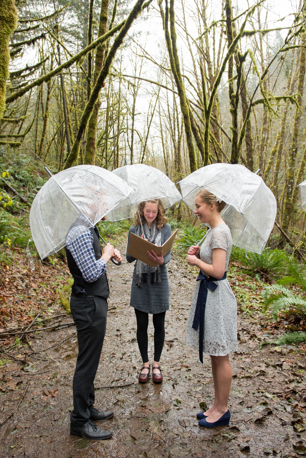 20-beazell-memorial-forest-intimate-outdoor-oregon-wedding.jpg