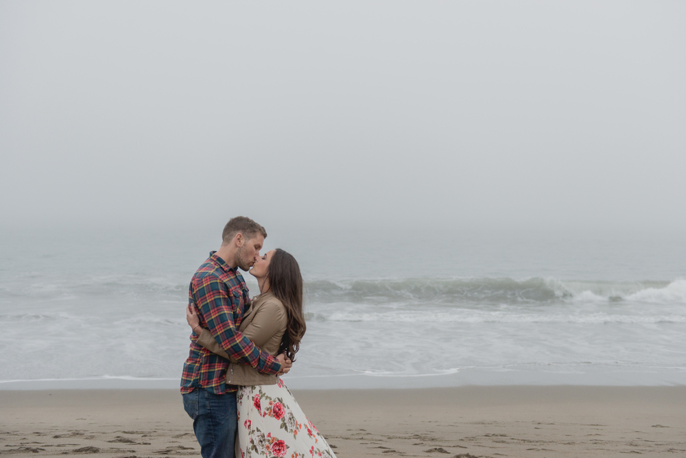 019-foggy-baker-beach-san-francisco-engagement-vivianchen.jpg