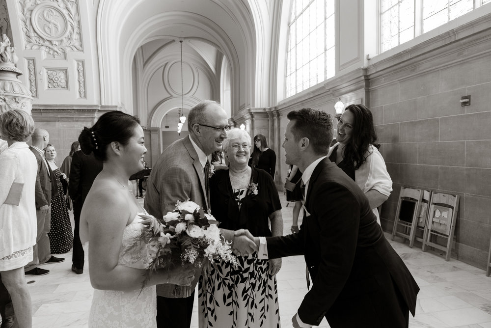 intimate-san-francisco-city-hall-wedding-vivianchen-st026.jpg