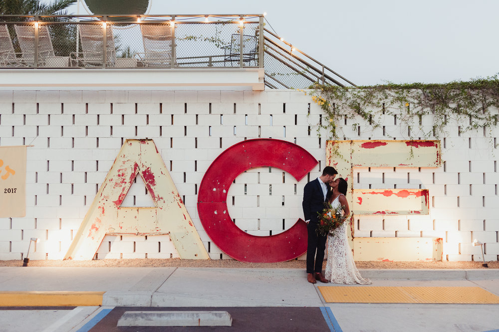 67-93-joshua-tree-ace-hotel-wedding-vivianchen-505.jpg