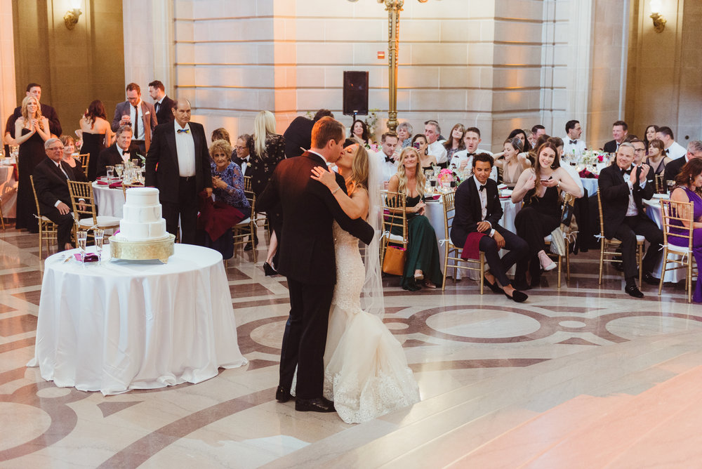 75-elegant-san-francisco-city-hall-wedding-vivianchen-0832.jpg