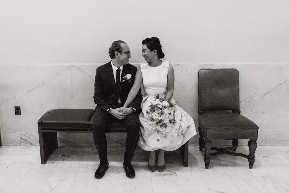 02-sf-city-hall-18-reasons-intimate-wedding-vivianchen-085.jpg