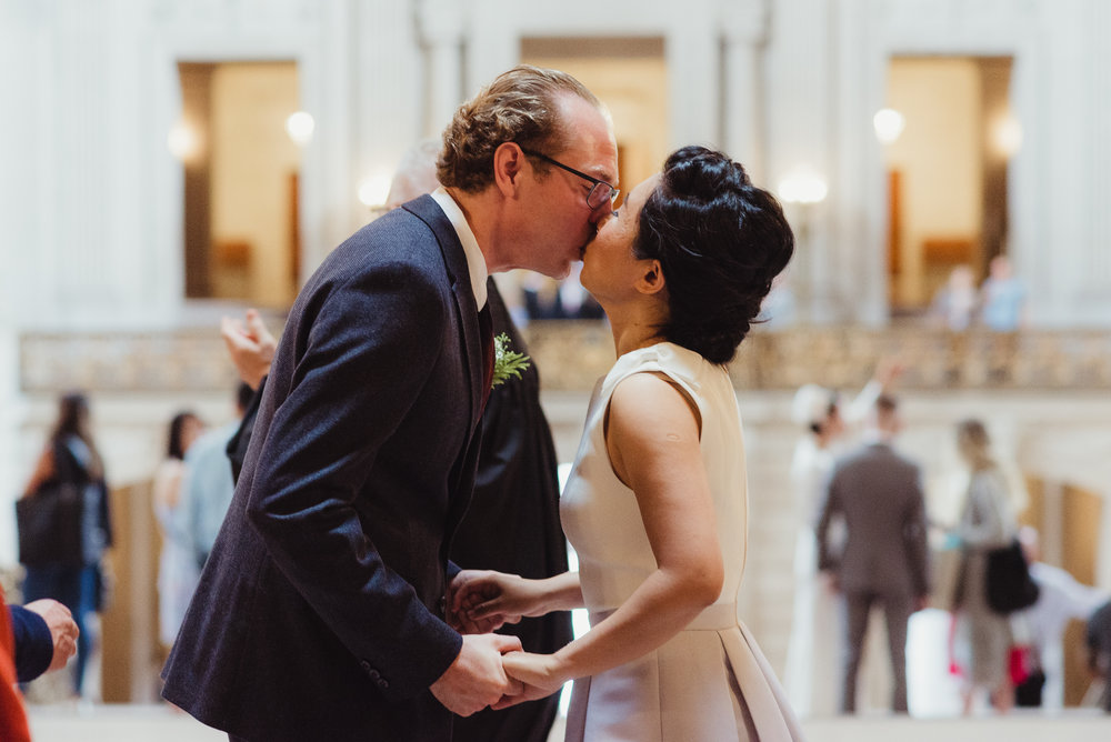 14-sf-city-hall-18-reasons-intimate-wedding-vivianchen-159.jpg