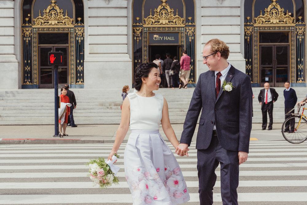 24-sf-city-hall-18-reasons-intimate-wedding-vivianchen-346.jpg