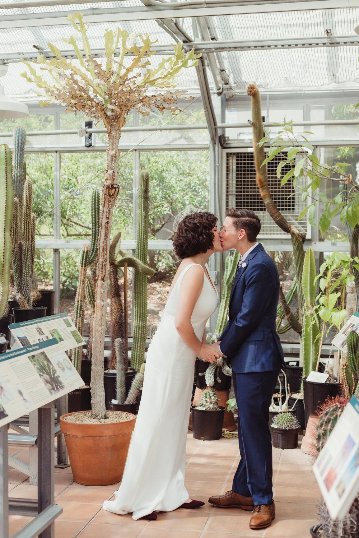 lgbtq-uc-berkeley-botanical-garden-wedding-vivianchen-017.jpg