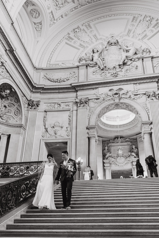 66-destination-san-francisco-city-hall-elopement-vivianchen-362.jpg