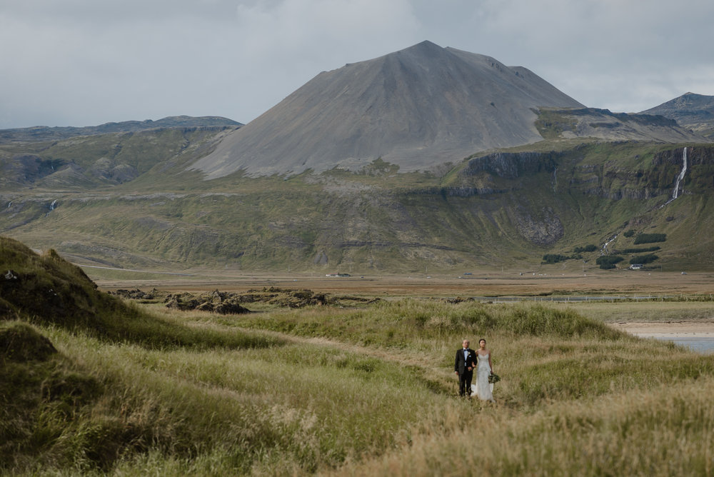 062-hotel-budir-iceland-destination-wedding-vivianchen-542.jpg