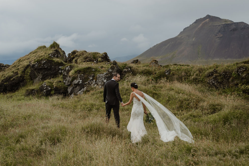 079-hotel-budir-iceland-destination-wedding-vivianchen-322.jpg