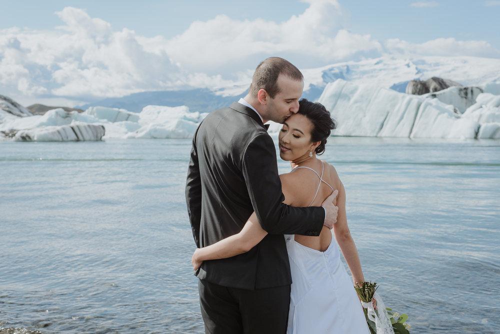 04-destination-wedding-iceland-engagement-session-vivianchen-080.jpg