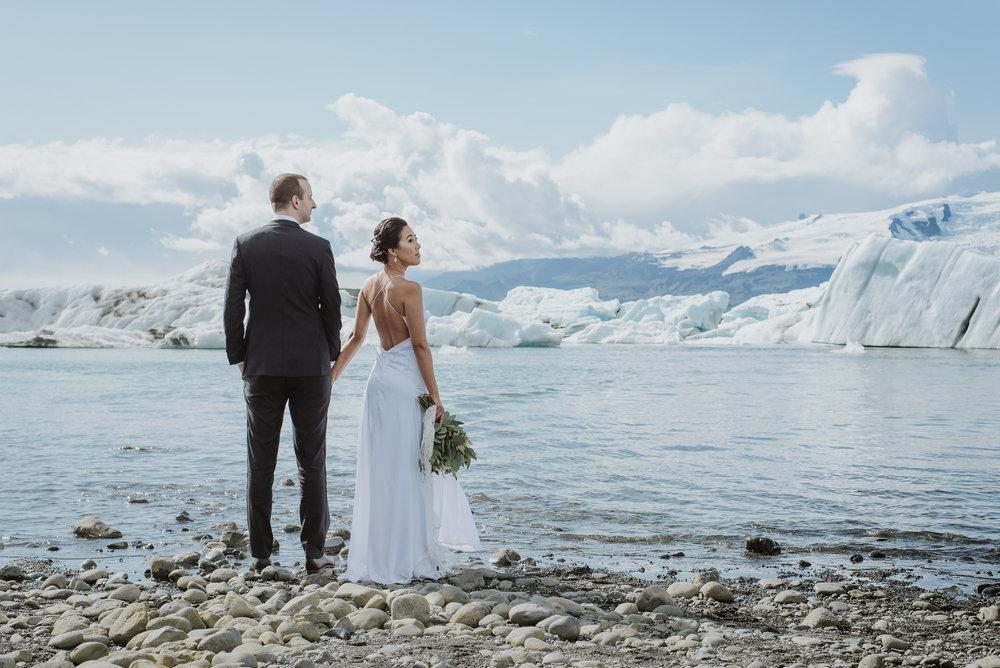 03-destination-wedding-iceland-engagement-session-vivianchen-084.jpg