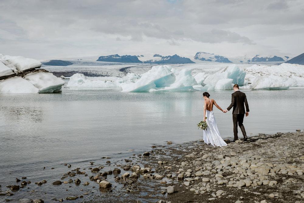 06-destination-wedding-iceland-engagement-session-vivianchen-063.jpg