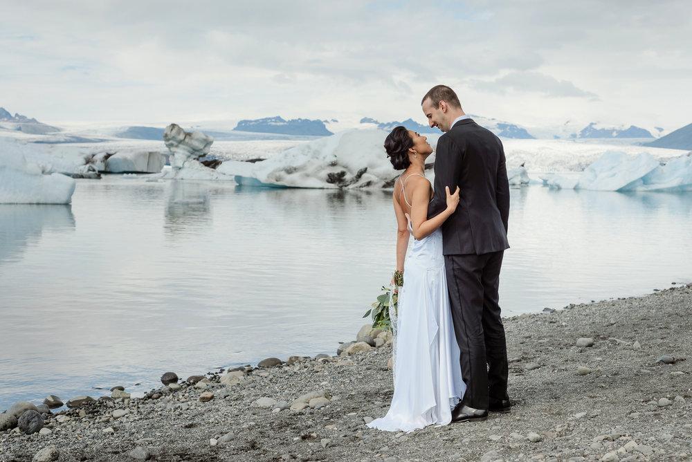07-destination-wedding-iceland-engagement-session-vivianchen-028.jpg