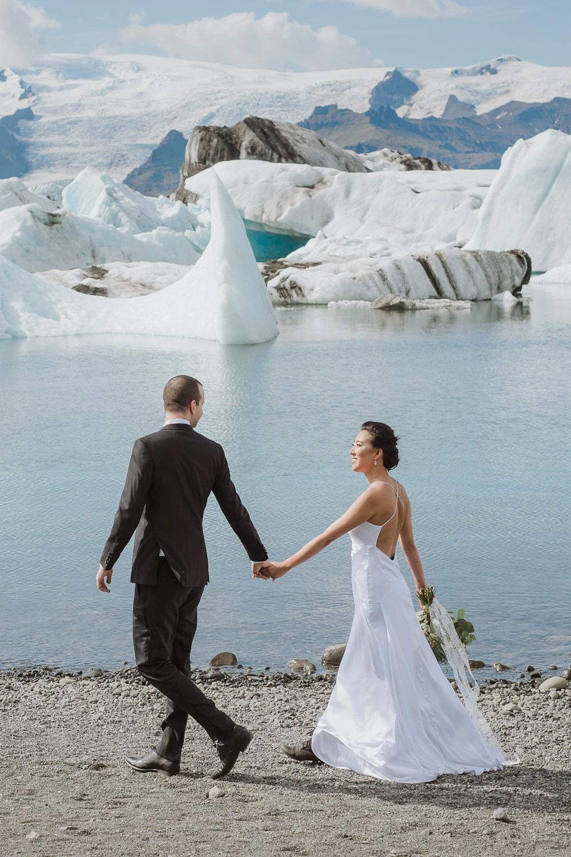 08-destination-wedding-iceland-engagement-session-vivianchen-053b.jpg