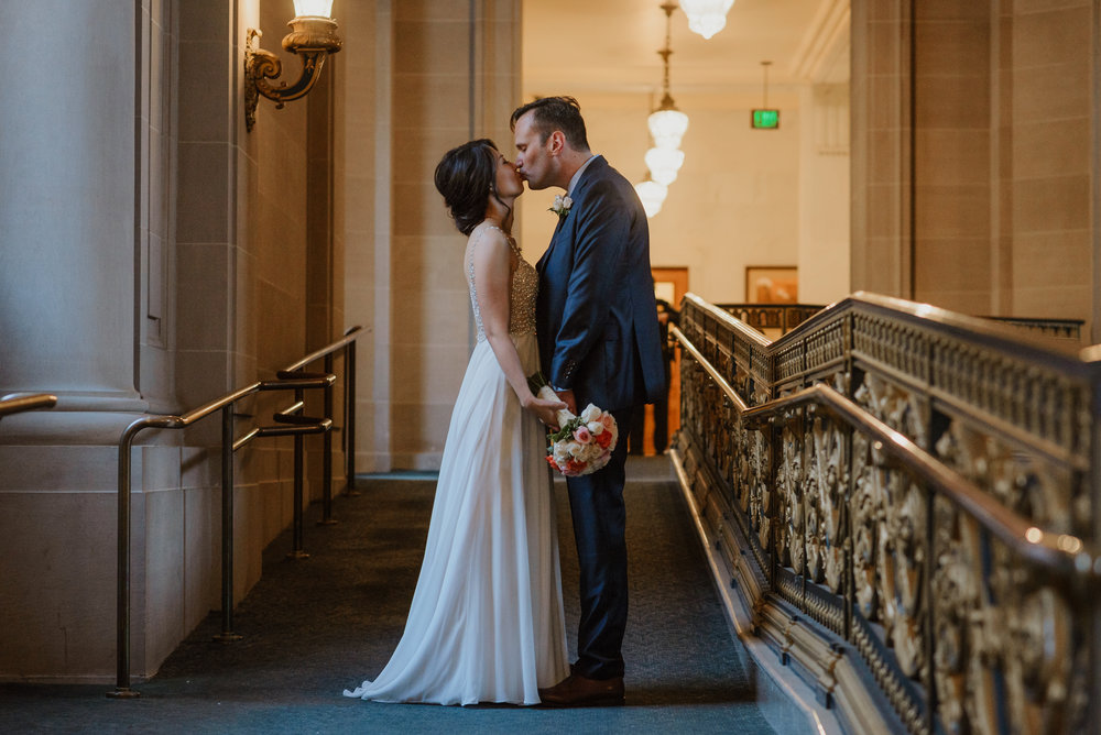 31-christmas-san-francisco-city-hall-elopement-vivianchen-248.jpg