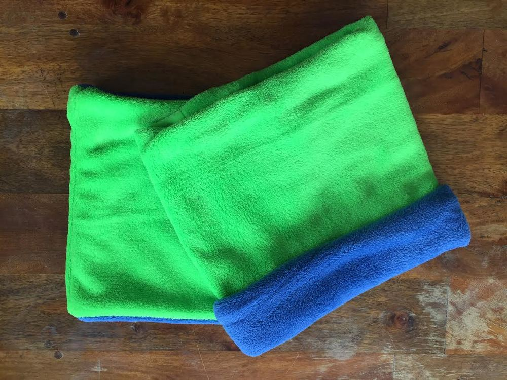 129 green royal blue neck warmer.jpg