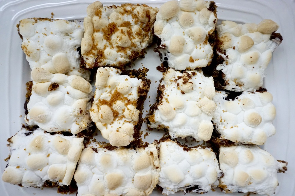 easy s'more brownies: graham cracker crust, boxed brownie mix, marshmallows