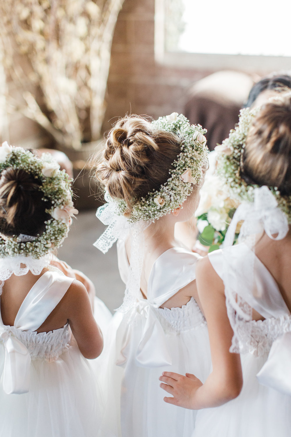 Smoky-Hollow-Studios-Wedding-El-Segundo-flower-girls.jpg