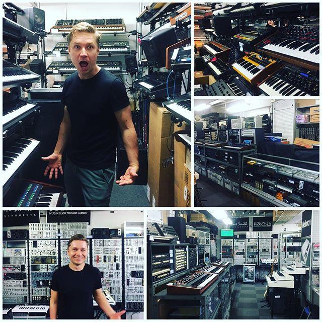 #fivegmusictechnology shop in #harijuku #heaven #synthporn