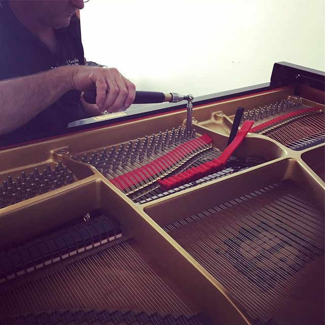 #pianotuning day! #yamahaG2