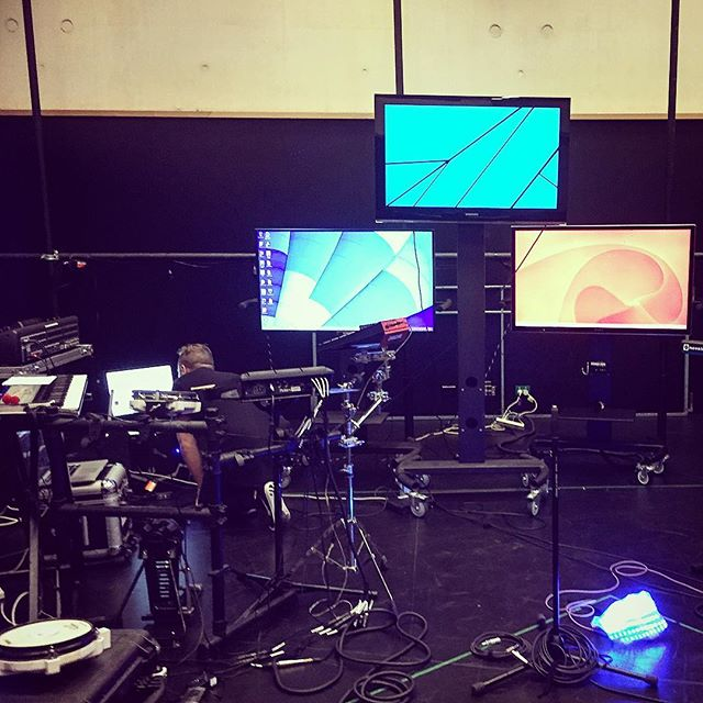 So much tech going on. @andywardofficial rehearsal #andyward #rehearsal #technology