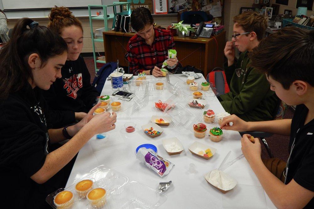 HHHS 12-11 Cupcake Party 3.jpg