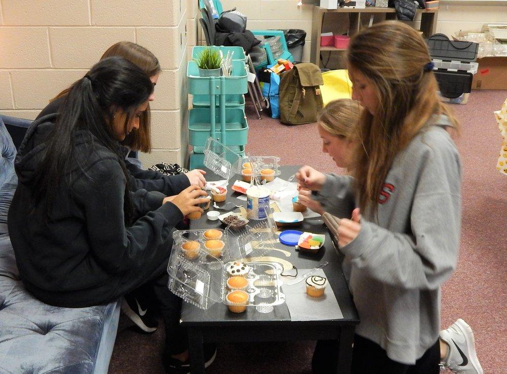 HHHS 12-11 Cupcake Party 4.jpg