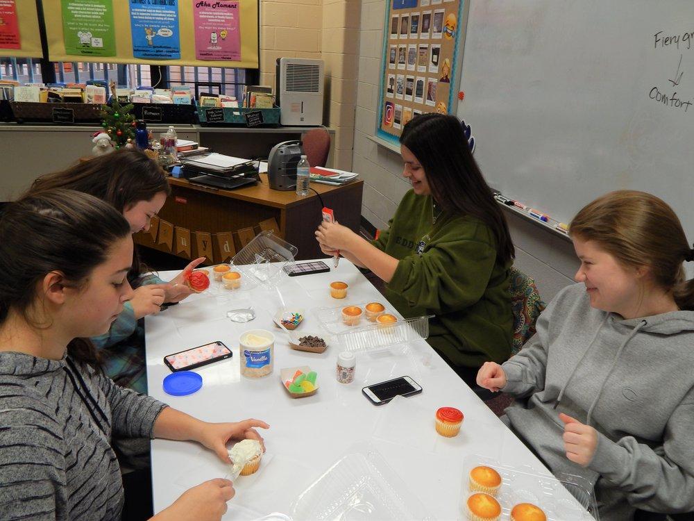 HHHS 12-11 Cupcake Party 9.jpg